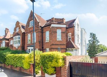 2 bed flat to rent in Grange Road, Gunnersbury, London W4