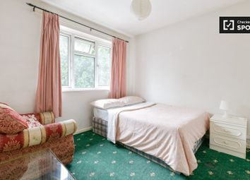 Thumbnail Room to rent in Avis Square, London