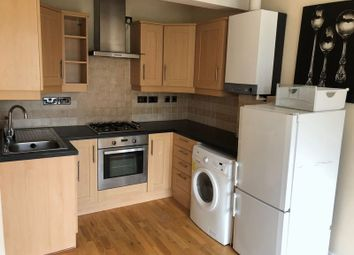 2 bed flat to rent in The Facade, Holmesdale Road, Reigate RH2