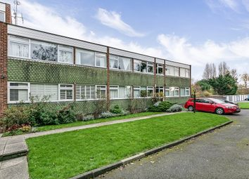 Thumbnail 2 bed flat for sale in Cavendish Avenue, Woodford Green