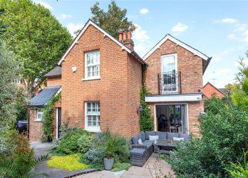 Norman Avenue, Henley-On-Thames, Oxfordshire RG9. 3 bed detached house
