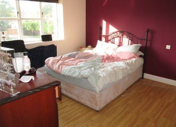 Thumbnail 2 bed detached house to rent in Lacewood Gardens, Reading