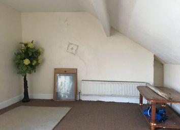2 bed flat to rent in Leeds Road, Thornbury, Bradford BD3