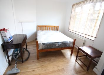 Thumbnail 1 bed flat to rent in Tilehurst Road, Earlsfield