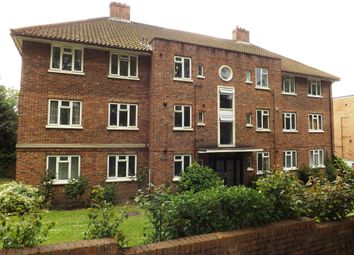 Thumbnail 3 bed flat to rent in Lake Road, London