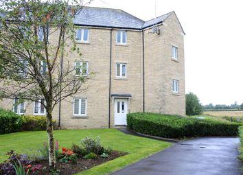 Thumbnail 2 bedroom flat for sale in Oake Woods, Gillingham