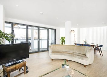 Thumbnail 2 bedroom flat for sale in Triangle Road, London Fields