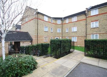 2 bed flat to rent in Parkinson Drive, Chelmsford CM1