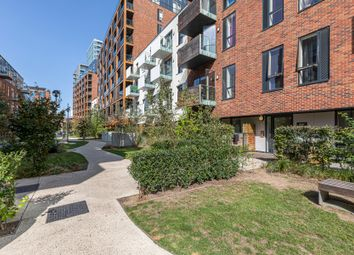 2 bed flat to rent in Blandford Way, London E3
