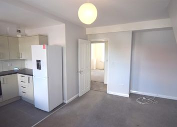 2 bed flat to rent in Central Road, Worcester Park KT4