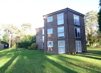 Thumbnail 2 bedroom flat to rent in Quinneys, Farnborough