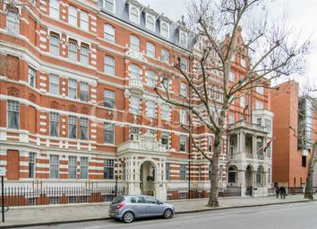 Thumbnail 2 bed flat to rent in Queen's Gate, London