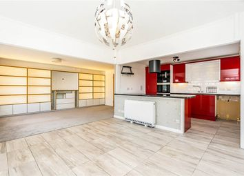 Asturias Way, Southampton, Hampshire SO14. 3 bed flat for sale
