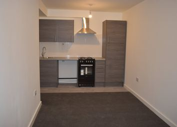 3 bed flat to rent in Dallow Road, Luton LU1