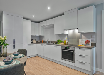 2 bed flat to rent in Waterman Walk, Salford M50