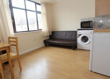 Thumbnail Studio to rent in The Ride, Ponders End, Enfield