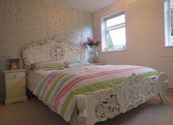 Thumbnail 2 bed flat for sale in Meadow Road, Bushey