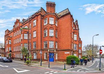 2 bed flat to rent in South Lambeth Road, London SW8
