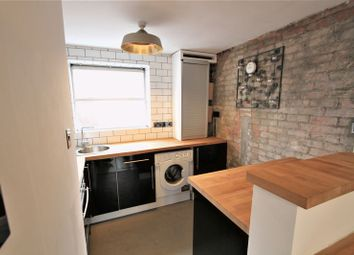 Thumbnail 1 bed flat to rent in King Street, Chester