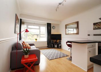 Thumbnail 2 bed flat for sale in Rosebery Way, Tring