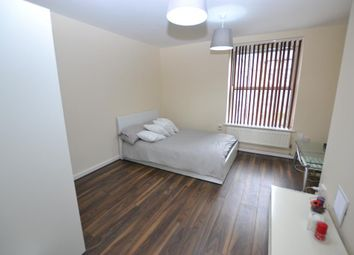 Room to rent in Hollybush Gardens, London E2