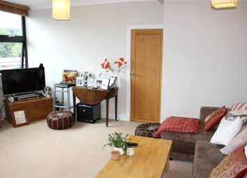 Thumbnail 1 bed flat to rent in Hallmark House Annexe, Station Road, Henley-On-Thames, Oxfordshire