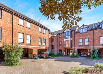 Thumbnail 1 bedroom flat to rent in Farriers Road, Epsom