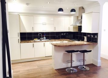 Thumbnail 1 bed flat to rent in Barons Court Road, Barons Court, Hammermsith And Fulham