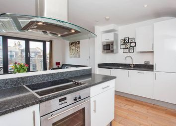 Thumbnail 2 bed flat to rent in Acton Street, London
