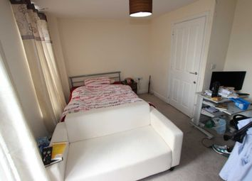 Battle Square, Reading RG30. Room to rent