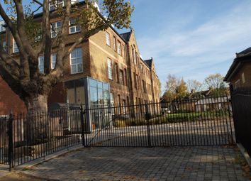 2 bed maisonette to rent in Holbrook Road, London E15