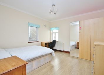 Thumbnail 4 bed flat to rent in Settles Street, London