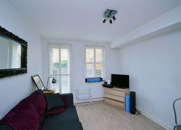Thumbnail 1 bed flat to rent in Cleveland Road, Islington
