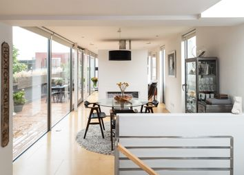 Hoxton Street, London N1. 2 bed flat for sale