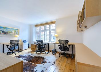 Thumbnail 1 bed flat to rent in Queen Court, Queen Square, London
