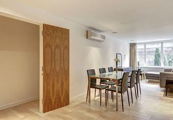 Thumbnail 2 bed flat to rent in Young St, London