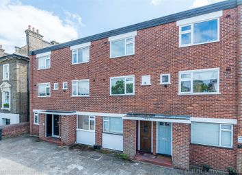 Thumbnail 2 bed flat to rent in Chestnut Road, London