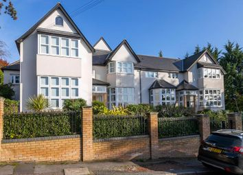 3 bed flat to rent in Albion Hill, Loughton IG10