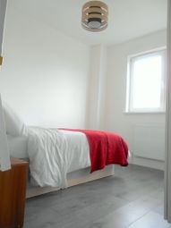 Thumbnail 2 bedroom flat to rent in Hydethorpe Road, Balham