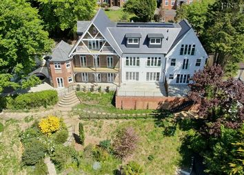 Upper Valley View, Westview Road, Warlingham, Surrey CR6. 2 bed flat