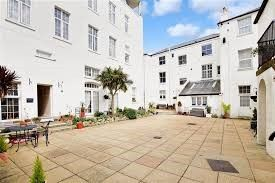 2 bed flat to rent in Lloyd Court, High Street, Kent CT14