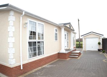 Thumbnail 2 bedroom mobile/park home for sale in West End Road, Mortimer Common, Reading