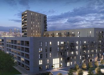 Thumbnail 1 bed flat to rent in Kingfisher Heights, Booth Road, City Airport, Canary, Pontoon Dock, Waterside Park, London