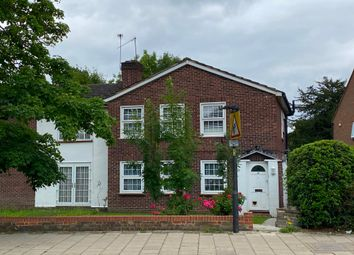 Wellington Road, Hatch End, Middlesex HA5. 2 bed flat