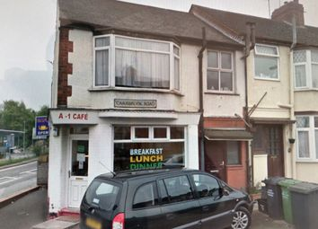 Thumbnail 1 bed flat to rent in Carisbrooke Road, Luton