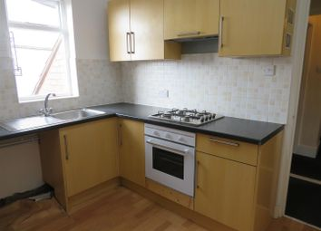 Thumbnail 3 bed flat to rent in Queens Road, Leicester