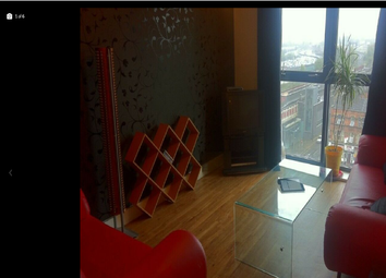 3 bed flat to rent in Chapel Street, Salford M3