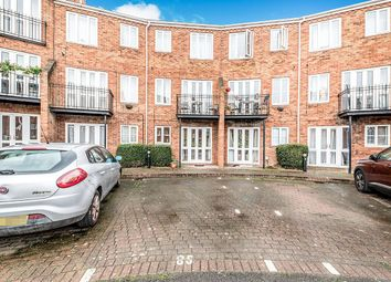 Thumbnail 2 bedroom flat for sale in Sovereigns Quay, Bedford