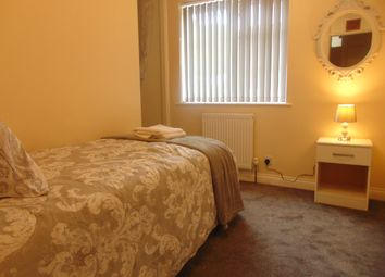 Thumbnail 4 bed shared accommodation to rent in Colonsay Road, Crawley