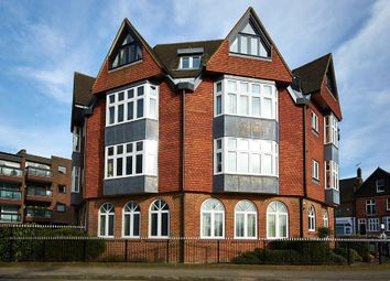 Thumbnail 2 bed flat to rent in Station Road West, Oxted